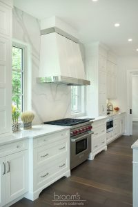 Lovers white painted transitional kitchen 02