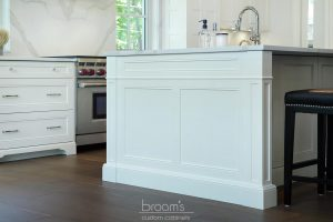 Lovers white painted transitional kitchen 04